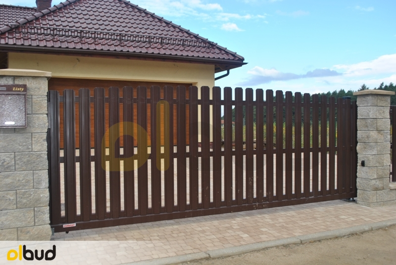 Ogrodzenie Posesji Prywatnej W Gostyniu: Ogrodzenie Sztachetowe Na Prywatnej Posesji W Jankowie